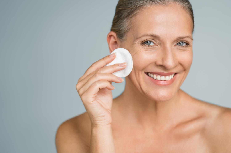 hogyan lehet eltávolítani a vörös foltokat az arc tisztítása után)